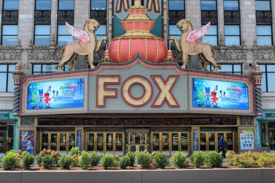 https://www.facebook.com/FoxTheatreDetroit/photos/a.360275080730960.84228.145482845543519/1497646406993816/?type=1&theater