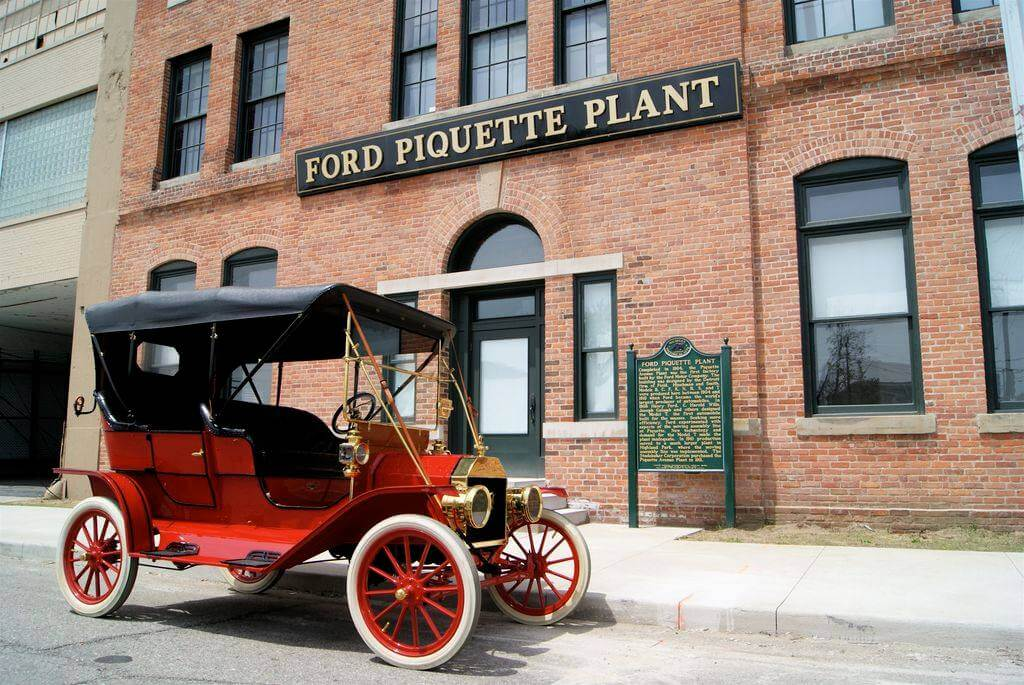 https://www.facebook.com/FordPiquetteAvenuePlant/photos/a.156481804471971.31854.156481477805337/685875771532569/?type=1&theater