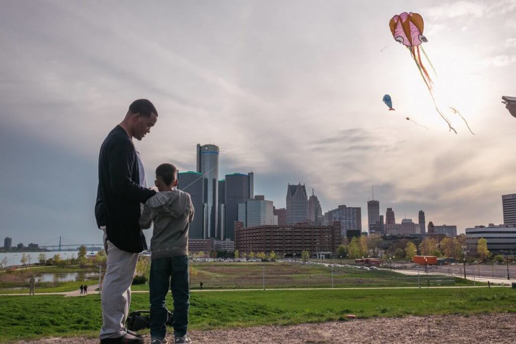 https://www.facebook.com/DetroitKiteFestival/photos/a.1467446636663160.1073741831.1378027545605070/1467448386662985/?type=3&theater