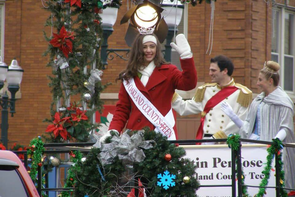 https://www.facebook.com/holidayextravaganza/photos/a.10152913965604551/10152913971709551/?type=3&theater