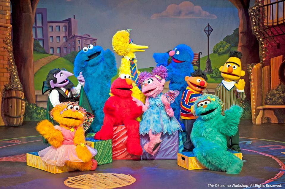https://www.facebook.com/sesamestreetlive/photos/a.134665309084/10155009656844085/?type=3&theater