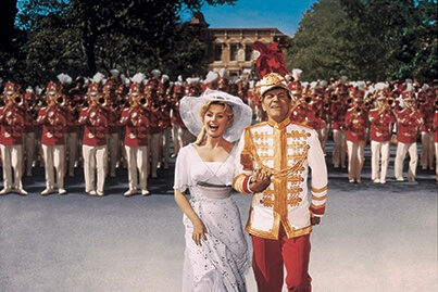 https://www.facebook.com/themusicmanmovie/photos/rpp.124305847694134/288419507949433/?type=3&theater